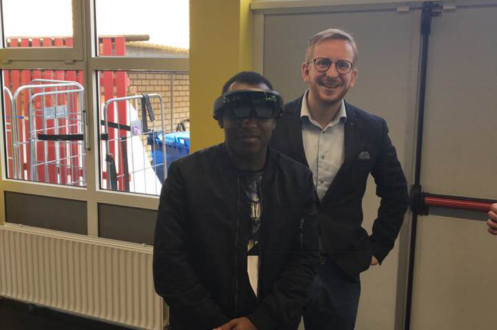 MBO College Almere ontvangt Microsoft HoloLens